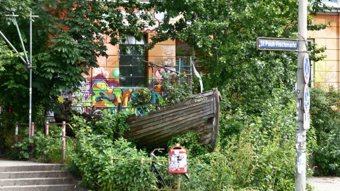 32 Beach Style Garden Ideas 13