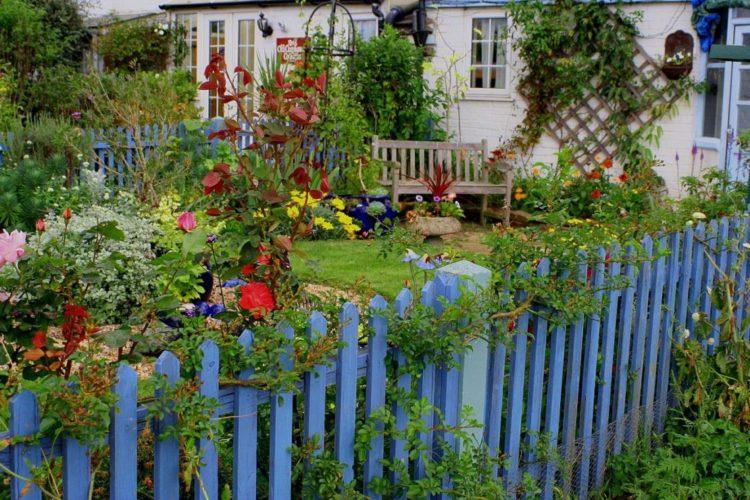 32 Beach Style Garden Ideas 8