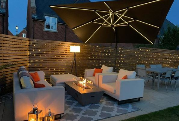 a modern patio with lanterns, outdoor lamp and LED parasol
