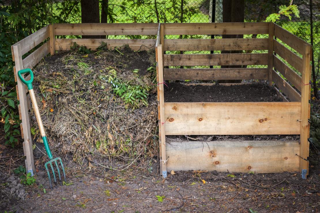 garden compost ideas: a small enclosure made from pallets to keep a compost pile contained