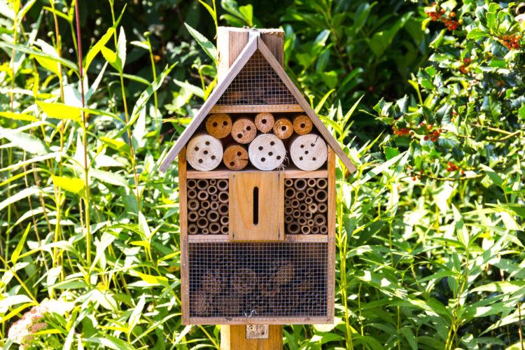 simple garden bug hotel ideas