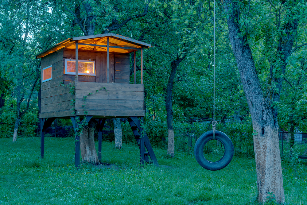 11 Awesome Garden Treehouse Ideas for You (and Your Kids) 1
