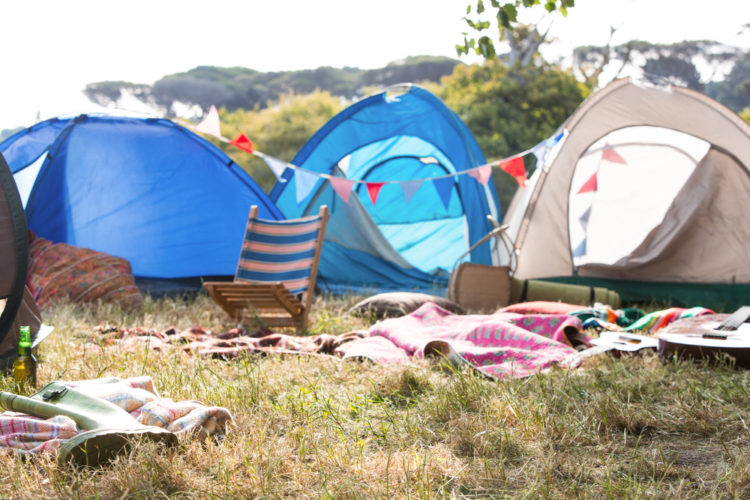 garden camping ideas with blankets and bunting