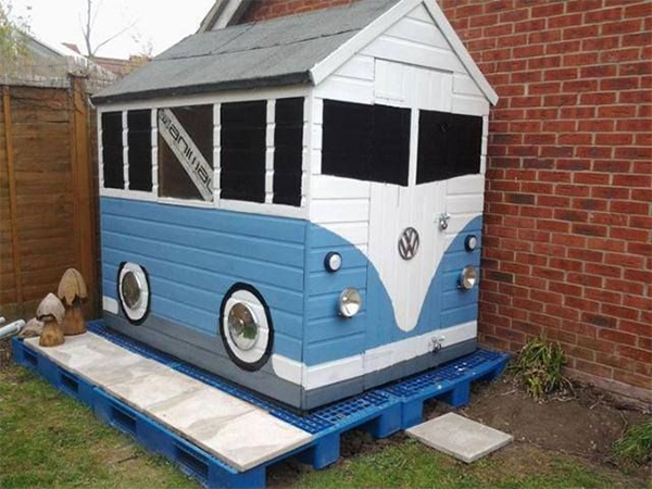 a shed painted to resemble a volkswagen campervan