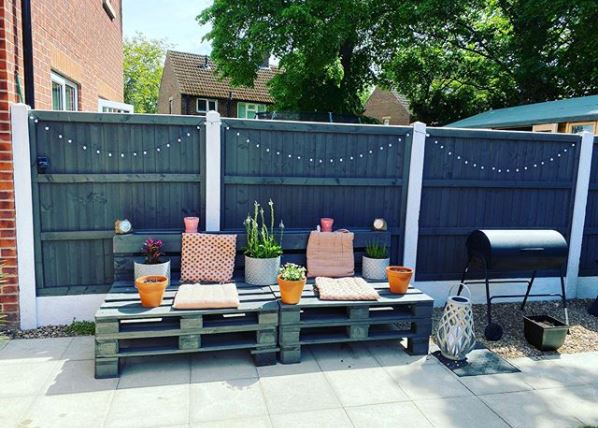 DIY garden pallet projects used as a bench, shelf and table