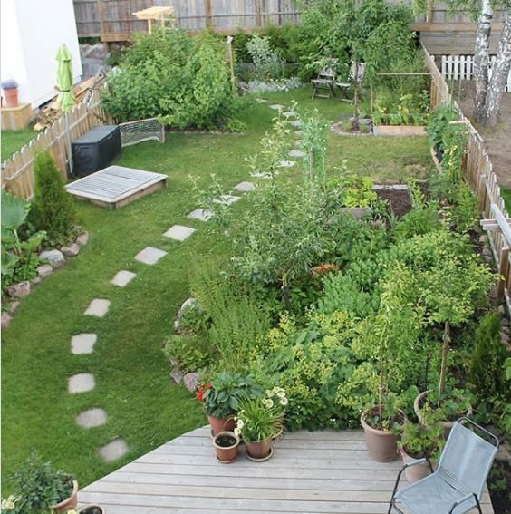 ideas for long gardens include stepping stones and curved paths