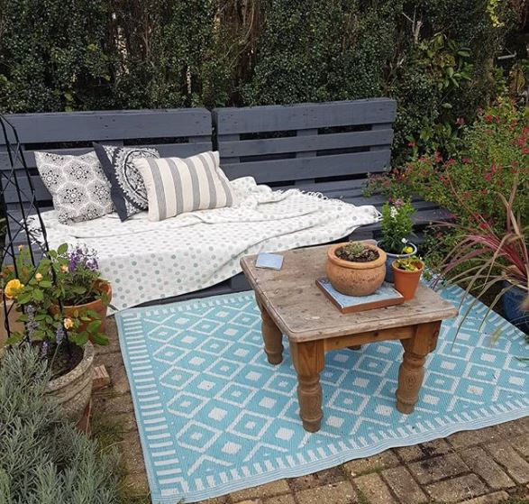 a garden bench made from wooden pallets painted grey
