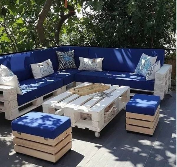a set of garden furniture with table, bench and stools made from pallets