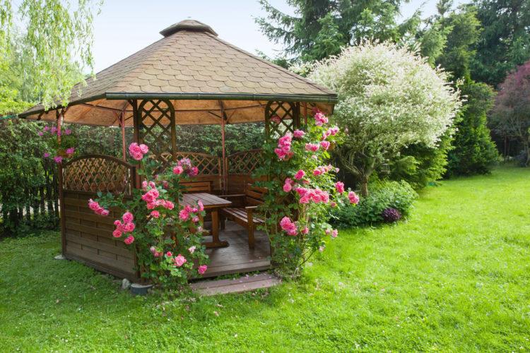 garden gazebo ideas using climbing roses to provide privacy