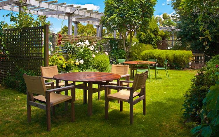 can garden furniture go on grass
