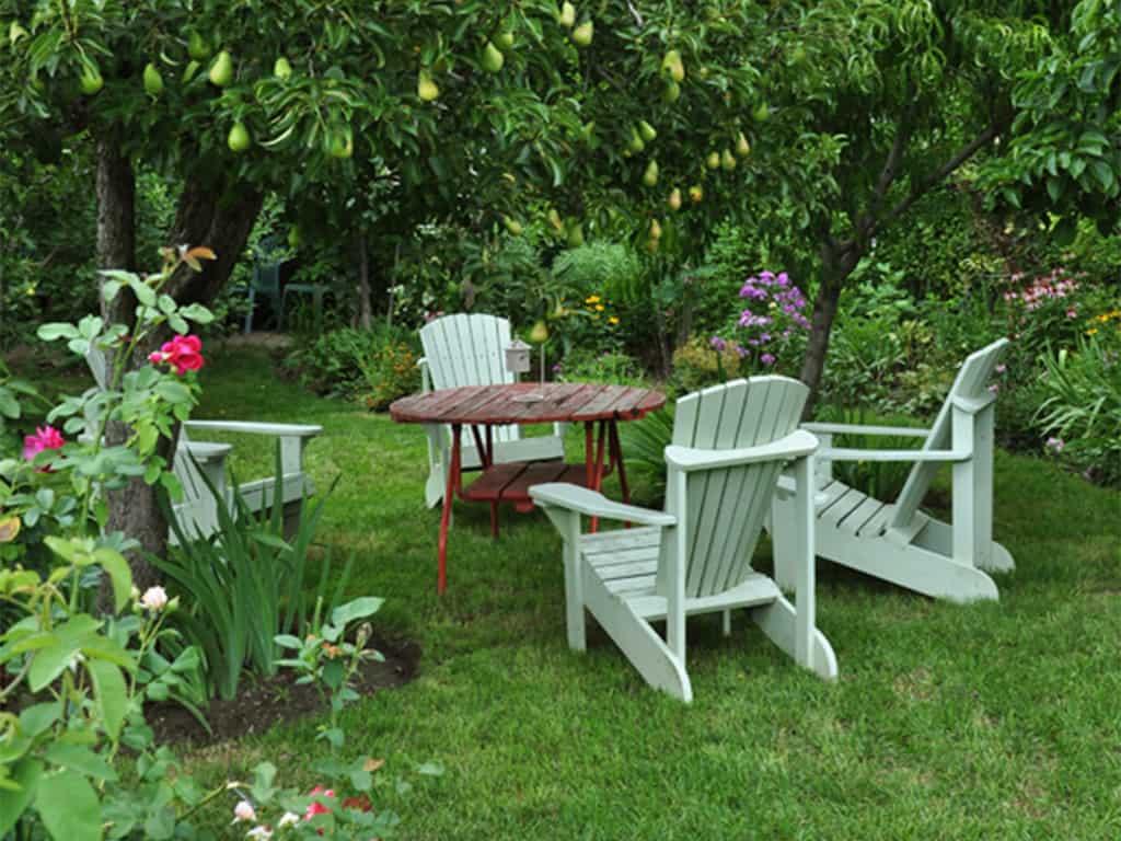 wide feet garden furniture on grass