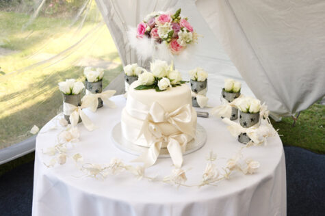 How to Decorate a Gazebo for a Wedding 5