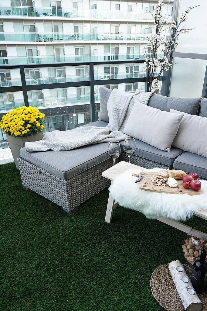artifical grass on balcony