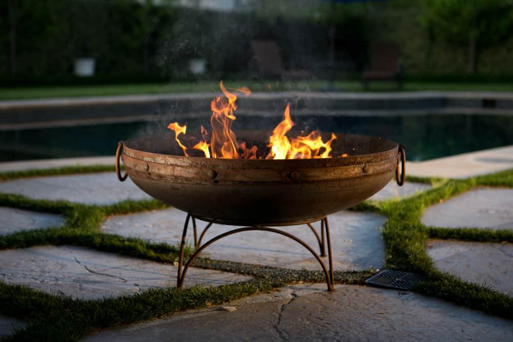 cast iron freestanding bowl fire pit