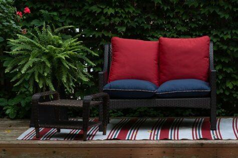 find inexpensive garden furniture