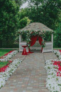 How to Decorate a Gazebo for a Wedding 4