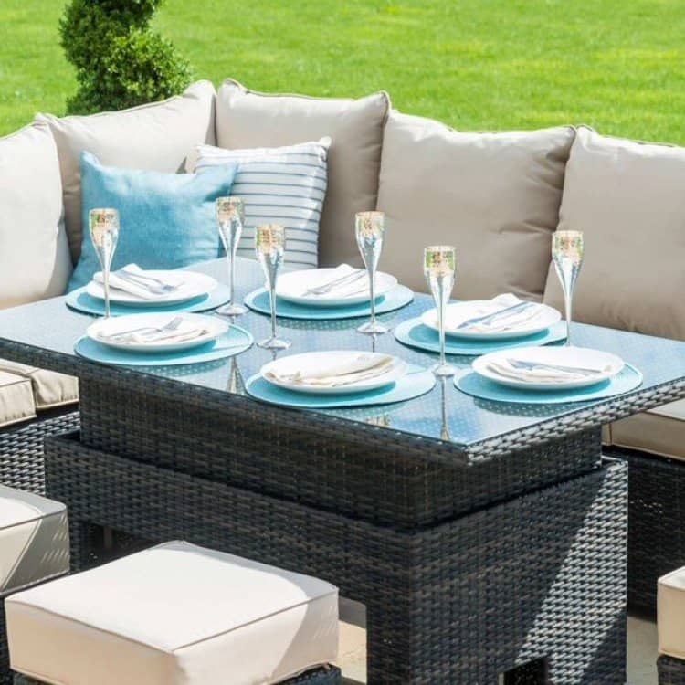 garden furniture with rising table
