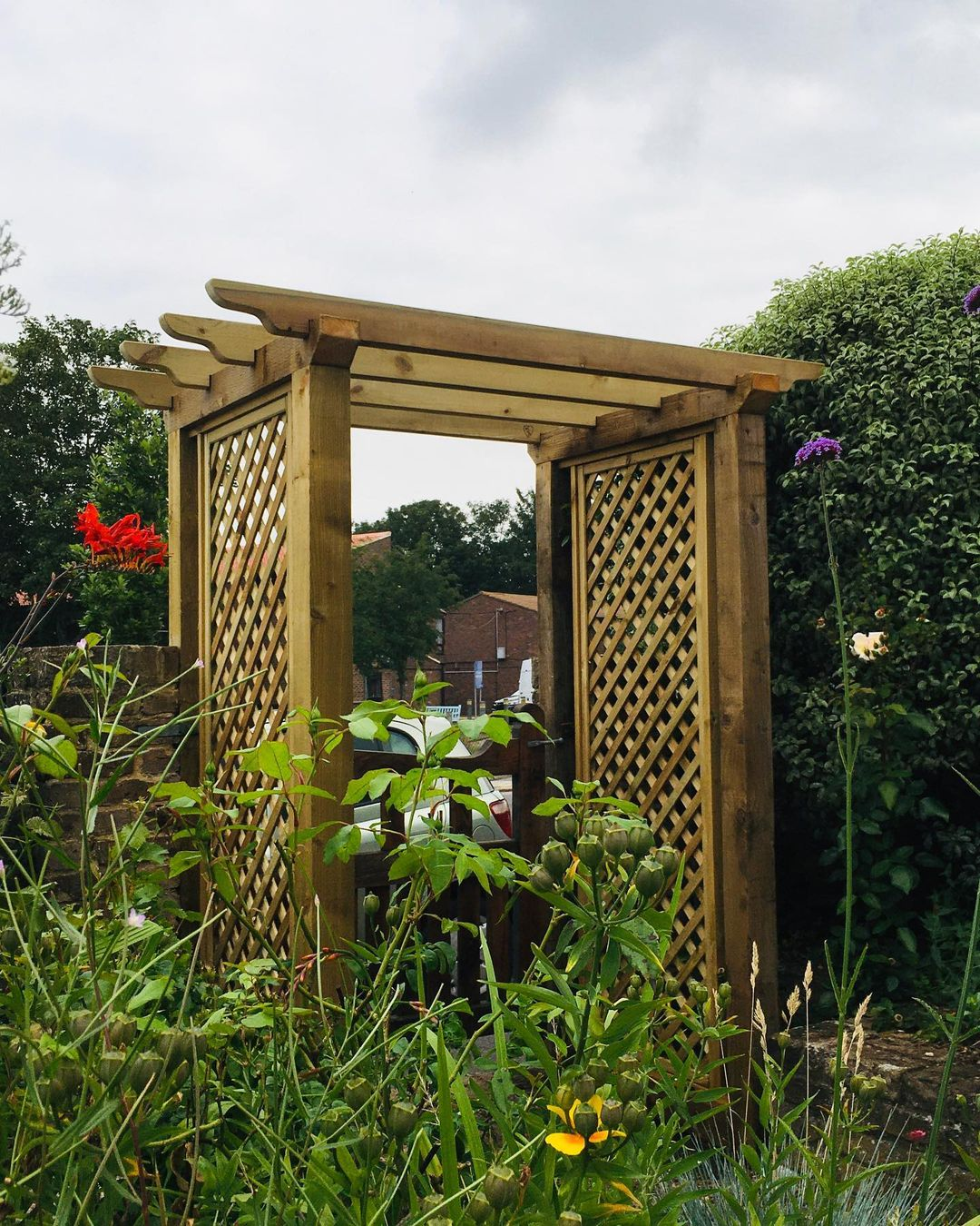 How to Build a Simple Arbour with Planter Boxes & Creative DIY Ideas 1