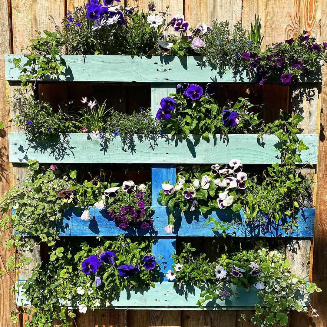 Wall-mounted pallet planter